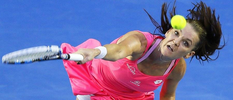 Rozstawiona z numerem czwartym Agnieszka Radwańska pokonała kanadyjską tenisistkę Eugenie Bouchard 6:4, 6:2 w drugiej rundzie turnieju Australian Open. Tenisistka z Krakowa w swoim 10. występie w wielkoszlemowej imprezie w Melbourne nie straciła jak na razie seta.