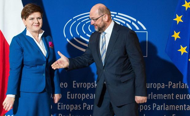"""""""Nie było niespodzianki. Odpowiedzi polskiej premier były takie, jakich się spodziewałem"""" - to pierwszy komentarz szefa europarlamentu Martina Schulza do wczorajszej debaty o sytuacji Polski. Inni unijni politycy zwracają uwagę, że teraz istotne będą rezultaty dialogu między Brukselą a Warszawą w ramach mechanizmu kontroli praworządności w naszym kraju. """"Powinniśmy teraz dać szansę temu mechanizmowi"""" - stwierdził Mark Rutte, premier Holandii, która przewodniczy obecnie Unii Europejskiej."""