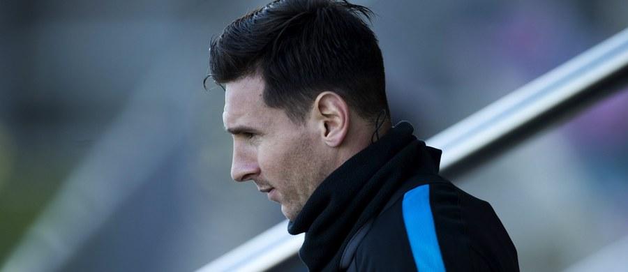 Gwiazdor Barcelony Lionel Messi i jego ojciec Jorge Horacio 31 maja staną przed hiszpańskim sądem oskarżeni o przestępstwa podatkowe, za które grozi im kara pozbawienia wolności - ogłosił Sąd Najwyższy w Katalonii.