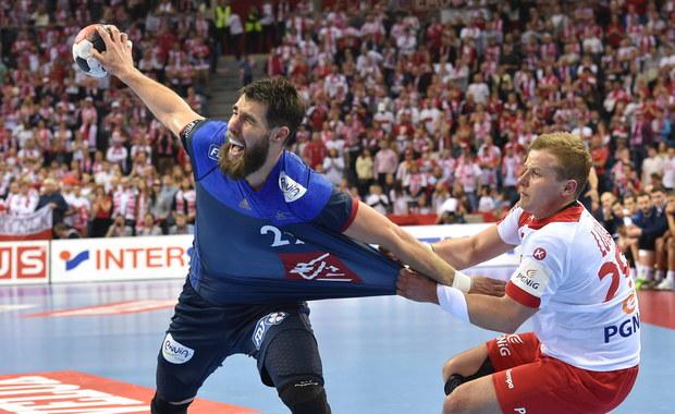 Po pierwszych środowych meczach w grupach C i D mistrzostw Europy piłkarzy ręcznych w Polsce znani są już wszyscy uczestnicy drugiej fazy. Awans do grupy drugiej wywalczyły Hiszpania, Niemcy, Szwecja, Dania, Rosja i Węgry. Odpadły Słowenia i Czarnogóra.