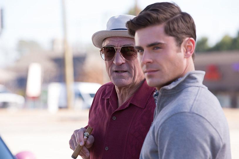 """Zac Efron i Robert De Niro to bohaterowie komedii """"Co Ty wiesz o swoim dziadku?"""". Produkcja debiutuje na ekranach polskich kin 22 stycznia, w Dzień Dziadka, a dziadek w tym filmie jest zdecydowanie inny niż wszyscy..."""