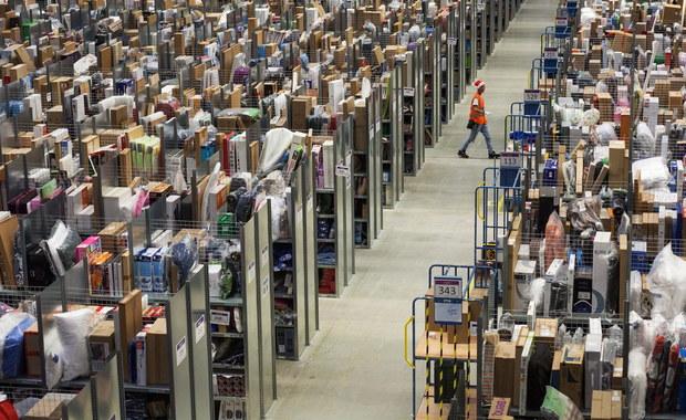 Amazon zapowiada stworzenie w Polsce do końca tego roku ponad tysiąca nowych miejsc pracy. Obecnie koncern zatrudnia w naszym kraju na pełen etat 4,5 tys. osób. W całej Europie Amazon chce zatrudnić w tym roku łącznie kilka tysięcy osób.