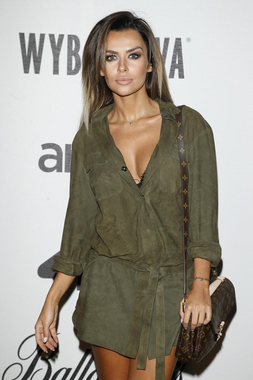 Modelka Natalia Siwiec zaprzecza, że przeszła operację zmniejszenia piersi. Jej zdaniem to jedna z najgłupszych medialnych plotek na jej temat. Natalia Siwiec twierdzi, że jedyny zabieg jakiemu się ostatnio poddała to operacja zatok.