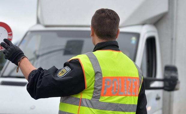 Kraje Unii Europejskiej chcą mieć możliwość przedłużenia kontroli na granicach w strefie Schengen nawet na dwa lata. Chcą tego zwłaszcza Niemcy i Austria, ale gdy Komisja Europejska da zielone światło, także inne kraje będą mogły wprowadzać takie kontrole. Europejscy politycy argumentują to rosnącą liczbą napływających uchodźców.