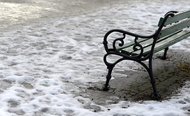 Instytut Meteorologii i Gospodarki Wodnej wydał ostrzeżenia dla 12 województw. Synoptycy przestrzegają przed mgłami, roztopami i oblodzeniem.