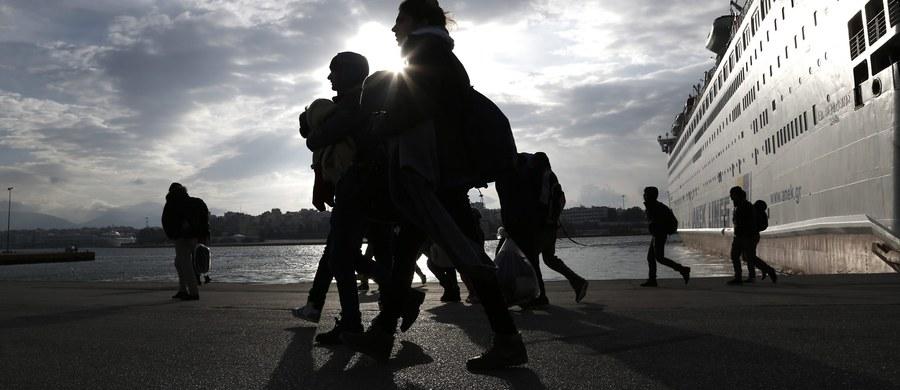 Malezyjska policja znalazła 13 ciał, najpewniej Indonezyjczyków, wyrzuconych na plaży na wschodnim wybrzeżu w południowym stanie Johor - podała agencja Bernama. Według AP to nielegalni imigranci, których łódź przewróciła się podczas złej pogody.