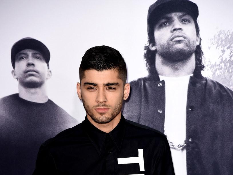 """Zayn Malik zdradził kilka szczegółów dotyczących jego pierwszego oficjalnego singla, nagranego po odejściu z One Direction. Premiera """"Pillow Talk"""" zaplanowana jest na 29 stycznia."""
