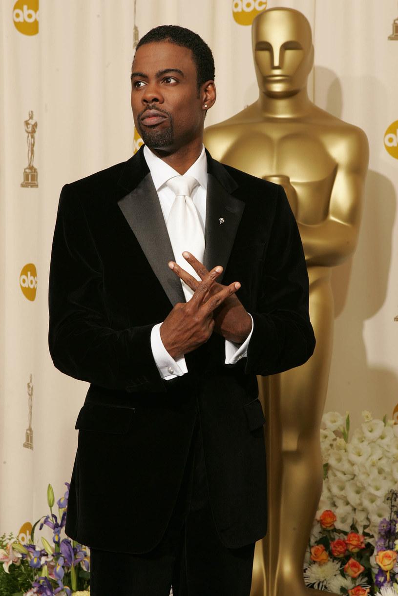 Rzeczniczka prasowa Oscarów, Leslie Sloane, zdementowała informacje, jakoby prowadzący galę Chris Rock miał zmienić swoje inauguracyjne przemówienie z uwagi na kontrowersje wokół braku nominacji dla czarnoskórych aktorów.