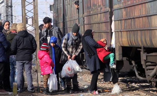 Więcej niż połowa uchodźców, przybywających do Unii Europejskiej w ostatnim czasie, nie ucieka przed wojną - są to imigranci ekonomiczni. Wiceszef Komisji Europejskiej Frans Timmermans ujawnił w wywiadzie dla holenderskiej telewizji NOS, że 60 procent migrantów, którzy przedostali się ostatnio do Europy, to osoby, którym nie należy się w UE status uchodźcy. Rzeczniczka KE Natasha Bertaud przyznała, że są to nieopublikowane jeszcze dane agencji FRONTEX ds. kontroli granic zewnętrznych za grudzień. Te dane potwierdzałyby obawy polskiego rządu, że wśród uchodźców przeważają imigranci ekonomiczni.