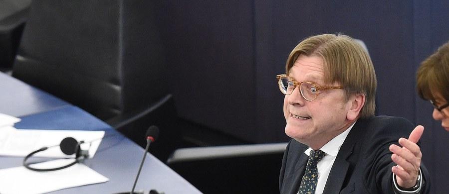 Guy Verhofstadt, szef europejskich liberałów, który najostrzej zaatakował podczas debaty w Parlamencie Europejskim premier Beatę Szydło, rozesłał do pozostałych grup politycznych projekt krótkiej rezolucji w sprawie Polski. Decyzja w sprawie ewentualnego przyjęcia jej ma zapaść w czwartek.