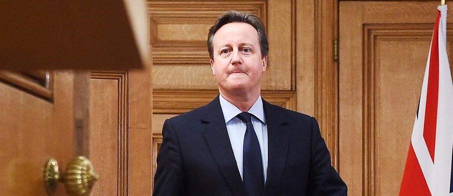 Szef brytyjskiej dyplomacji Philip Hammond zapowiedział, że jeśli Londyn porozumie się z UE w sprawie renegocjacji warunków, na jakich Wielka Brytania należy do Unii, to referendum w sprawie wyjścia tego kraju ze Wspólnoty, może się odbyć już w czerwcu. Brytyjczycy domagają się m.in. głębokich reform gospodarczych i ograniczenia dostępu do zasiłków dla imigrantów z Unii.