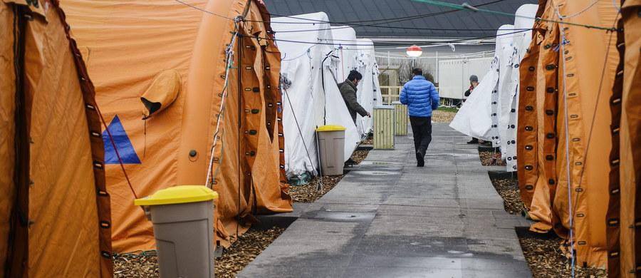 Antyterroryści i szturmowe oddziały policji przeszukują wielkie dzikie obozowisko uchodźców koło Dunkierki we Francji. Doszło tam do krwawej strzelaniny o charakterze religijnym. Muzułmańscy imigranci zaatakowali chrześcijańskich uchodźców – pięć osób zostało rannych.