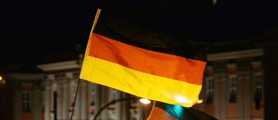 """Szef MSZ Niemiec Frank-Walter Steinmeier zarzucił władzom Rosji wykorzystywanie pogłosek o gwałcie na 13-letniej dziewczynce, której rodzice pochodzą z Rosji, do uprawiania """"politycznej propagandy"""". Stwierdził, że służy to podsycaniu konfliktu migracyjnego w Niemczech."""