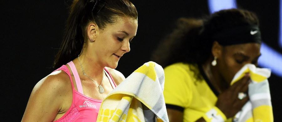 """Rozstawiona z """"czwórką"""" Agnieszka Radwańska na półfinale zakończyła udział w tegorocznej edycji wielkoszlemowego turnieju Australian Open. Polska tenisistka przegrała z Amerykanką Sereną Williams, broniącą tytułu liderką światowego rankingu 0:6, 4:6."""