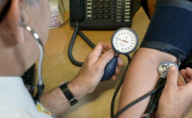 Badania laboratoryjne pobrane od mieszkanki Olsztyna wykazały, że kobieta jest chora na świńską grypę - AH1N1 - poinformowała zastępca warmińsko-mazurskiego państwowego wojewódzkiego inspektora sanitarnego Bożena Najda. Stan kobiety jest dobry.