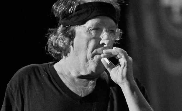 """W wieku 74 lat zmarł Paul Kantner, amerykański muzyk rockowy, współzałożyciel oraz wokalista i gitarzysta grupy Jefferson Airplane - poinformował dziennik """"San Francisco Chronicle"""". Kantner zmarł na atak serca."""