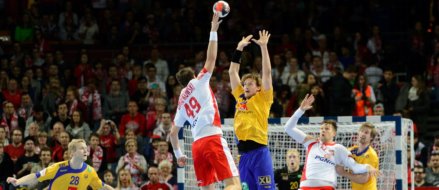 Polscy piłkarze ręczni wygrali ze Szwedami 26:24 w swoim ostatnim meczu mistrzostw Europy! Stawką rozegranego we wrocławskiej Hali Stulecia pojedynku było siódme miejsce w turnieju. Był to zarazem ostatni mecz biało-czerwonych pod wodzą niemieckiego szkoleniowca Michaela Bieglera.