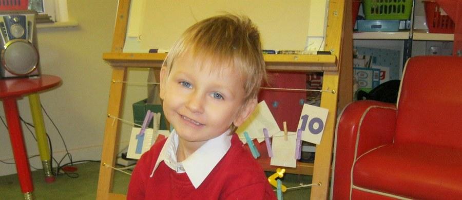 Nie żyje Mariusz K., który doprowadził do śmierci 4-letniego Daniela. Historia maltretowanego dziecka z Polski cztery lata temu odbiła się głośnym echem w Wielkiej Brytanii. Ciało mężczyzny znalazła w celi służba więzienna w Yorkshire. Nie wiadomo dokładnie, co było przyczyną zgonu.