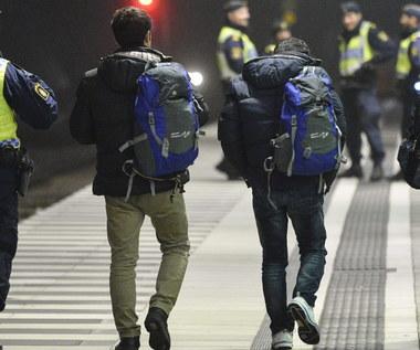 Zamaskowani i ubrani na czarno pseudokibice polowali na imigrantów w centrum Sztokholmu