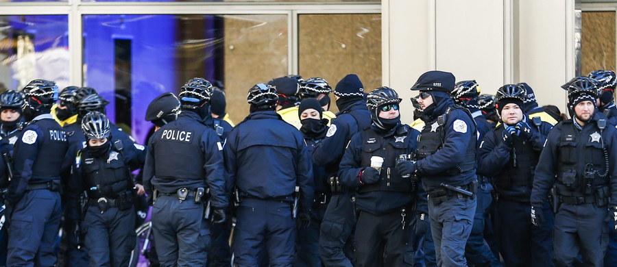 """Funkcjonariusz policji w Chicago, który zastrzelił 19-latka zamierza pozwać rodzinę nastolatka. Twierdzi, że nastolatek zmusił go do otwarcia ognia i przez to policjant """"przechodzi traumę""""."""