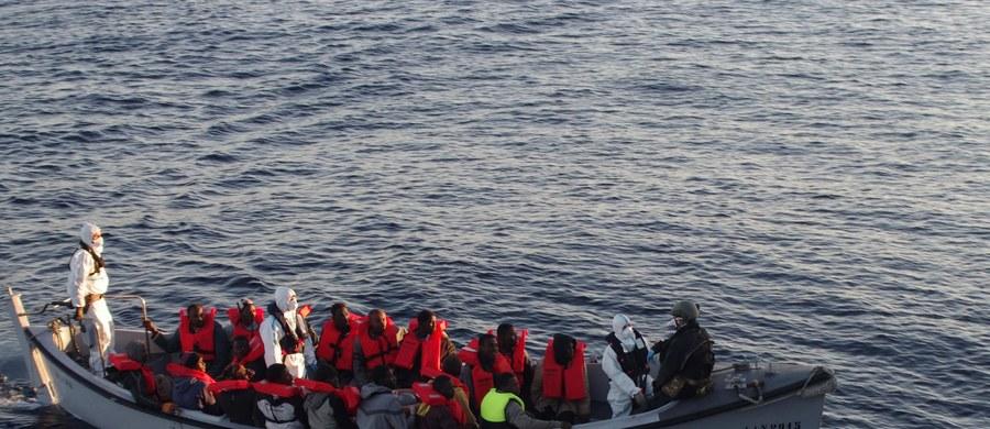 """Władze Turcji domagają się od Unii Europejskiej nie trzech, jak ustalono w listopadzie, lecz pięciu miliardów euro na pomoc dla uchodźców z Syrii przebywających w ośrodkach na terenie Turcji - podał niemiecki dziennik """"Die Welt"""". Unia mówi """"nie""""."""