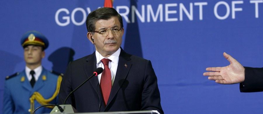 """Rosyjski samolot, mimo kilku ostrzeżeń, po raz kolejny naruszył przestrzeń powietrzną Turcji - twierdzi tureckie MSZ. Do incydentu miało dojść w piątek. Rosyjski ambasador został już wezwany do tureckiego MSZ. Ankara oskarżyła Moskwę o eskalowanie napięcia. Rosja zaprzecza oskarżeniom i nazywa je """"gołosłowną propagandą""""."""