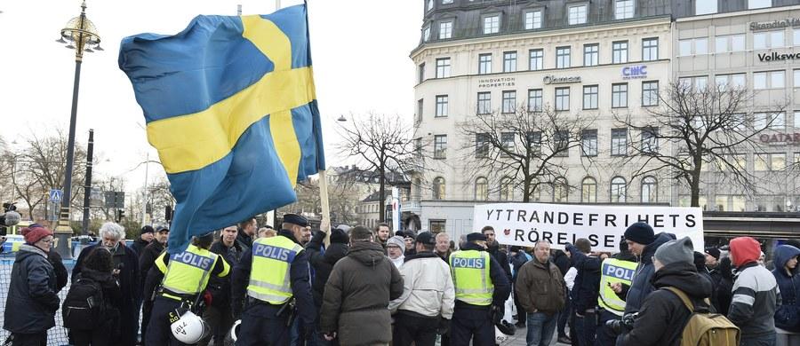 Trzech 23-letnich Polaków zostało zatrzymanych w sobotę w Sztokholmie przez szwedzką policję w związku z demonstracją przeciwników imigracji. Mężczyźni podejrzani są o napaść na uczestników kontrdemonstracji.