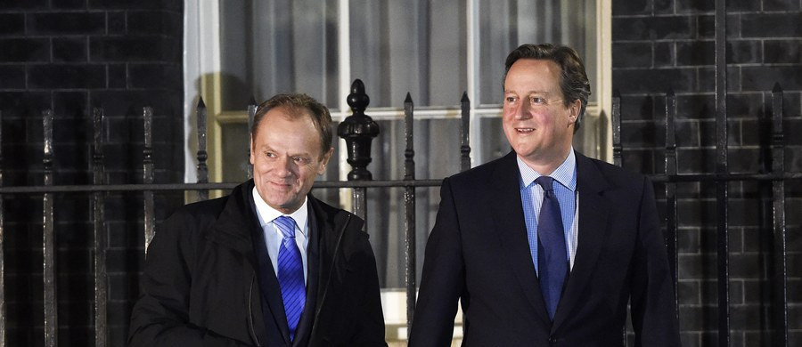 """Przewodniczący Rady Europejskiej Donald Tusk powiedział po wieczornym spotkaniu z brytyjskim premierem Davidem Cameronem, że obie strony nie osiągnęły porozumienia w negocjacjach dotyczących reformy Unii Europejskiej. """"Intensywna praca przez następne 24 godziny będzie niezwykle istotna"""" - napisał Tusk na Twitterze, potwierdzając wcześniejszą wiadomość wysłaną z konta brytyjskiego premiera, że rozmowy będą kontynuowane przez kolejną dobę."""