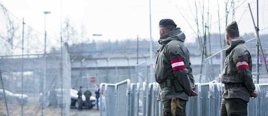 Austriacki minister obrony Hans Peter Doskozil wydał zgodę na użycie dużych wojskowych samolotów transportowych typu Hercules do repatriacji imigrantów, którym odmówiono azylu politycznego w Austrii. Do końca 2019 roku ma to być 50 000 osób.