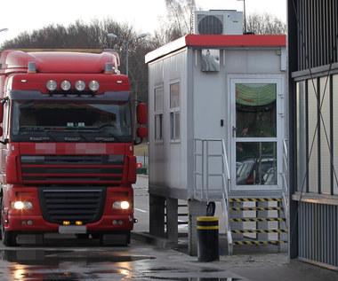 Tranzyt samochodowy towarów między Polską a Rosją zawieszony. O północy wygasły zezwolenia