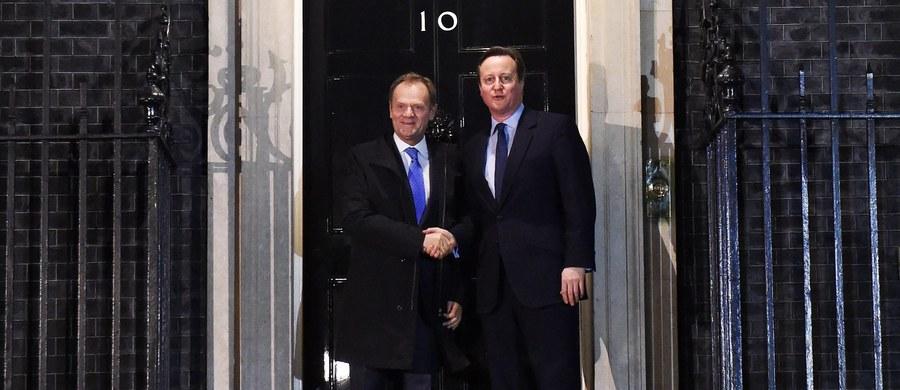 """Ostatnie rozmowy z brytyjskim rządem przyniosły postęp z politycznego i technicznego punktu widzenia - poinformował rzecznik Komisji Europejskiej Margaritis Schinas. Zastrzegł jednak, że porozumienia ws. zmiany warunków członkostwa Wielkiej Brytanii w UE wciąż nie ma. """"Tak daleko jeszcze nie jesteśmy"""" - stwierdził."""