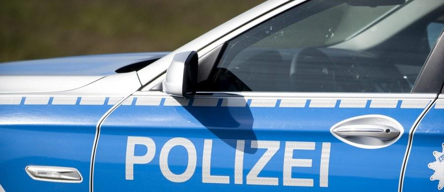 Sześć osób - 5 mężczyzn i kobieta - zostało rannych w wypadku polskiego busa w okolicach Lipska w Niemczech. Bus najechał na tył jadącej przed nim ciężarówki i przewrócił się na bok.