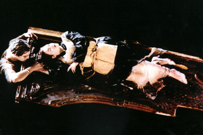 """Finał filmu """"Titanic"""", w którym Jack Dawson (grany przez Leonardo DiCaprio) poświęca swoje życie i tonie przy tratwie, na której leży jego ukochana - Rose DeWitt Bukater (Kate Winslet) przeszedł już do historii kina jako jedna z najbardziej pamiętnych scen. Od lat trwają spekulacje: Czy na tratwie było miejsce dla Leo? Na to pytanie zdecydowała się odpowiedzieć sama Kate Winslet."""