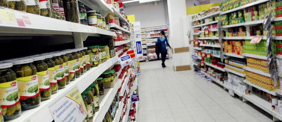 Nowy podatek od sprzedaży będzie zabójstwem polskiego handlu - alarmują przedstawiciele Polskiej Izby Handlu, która zrzesza właścicieli 30 tysięcy małych i średnich polskich sklepów. Ten podatek miał uderzać w zagraniczne sieci, a nasza polska tego nie przetrwa - mówi szef sieci Lewiatan, pod której marką działa 3 tysiące sklepów.