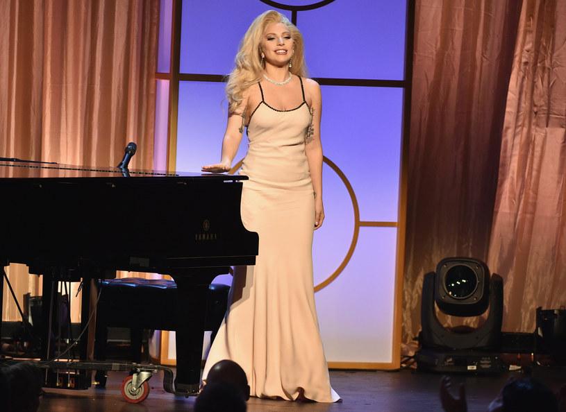 Podczas przerwy meczu Super Bowl (niedziela 7 lutego) hymn USA zaśpiewa Lady Gaga.