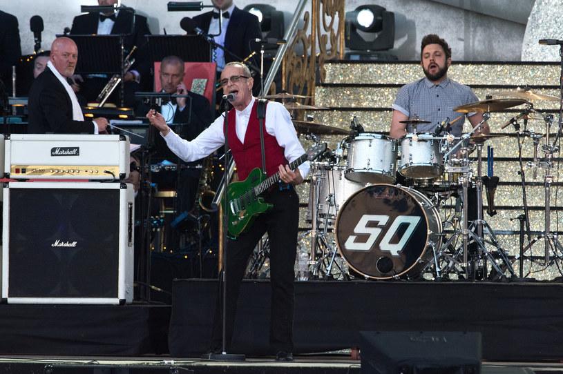 Legendarny brytyjski zespół rockowy Status Quo wystąpi 1 maja we Wrocławiu na corocznym Thanks Jimi Festival, podczas którego gitarzyści z całej Europy po raz czternasty spróbują pobić Gitarowy Rekord Guinnessa. Grupa, która na Wyspach dorównuje popularnością The Rolling Stones i sprzedała na całym świecie ponad 120 mln singli i płyt, powraca do Polski po 20 latach.