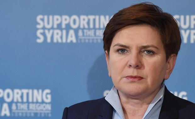Katastrofa smoleńska powinna być wreszcie wyjaśniona. Wciąż nie wiadomo tak naprawdę, jakie były fakty dotyczące jej przyczyn, w związku z tym prace podkomisji są konieczne – powiedziała premier Beata Szydło.