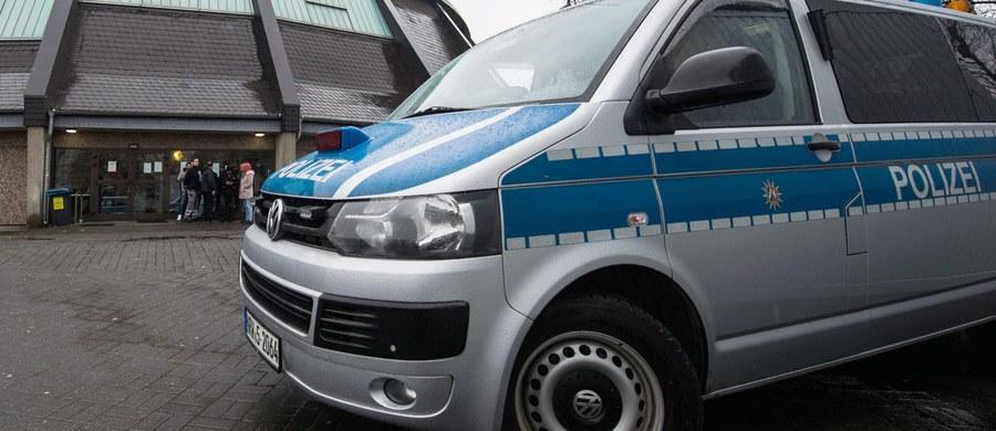 Niemiecka policja wyjaśnia przyczyny wypadku na torach pod Stuttgartem, w którym zginęło dwóch młodych Polaków. Dwaj 26-latkowie spod Częstochowy zginęli pod kołami pociągu. Informację dostaliśmy na Gorącą Linię RMF FM.