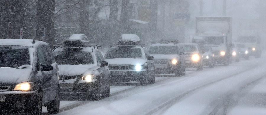 Zakaz ruchu dla ciężarówek na drodze numer 10 w północnych Czechach. To dojazd do przejścia w Jakuszycach. Ruch na północy naszego południowego sąsiada paraliżuje pogoda.