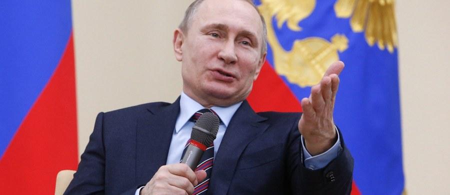 """Przez zachodnie sankcje i spadek cen ropy Rosję straci 8,4 proc. wzrostu gospodarczego w ciągu czterech lat, od 2014 do 2017 roku - oceniają dwaj rosyjscy ekonomiści w diagnozie, przedstawionej przez dziennik """"Wiedomosti""""."""