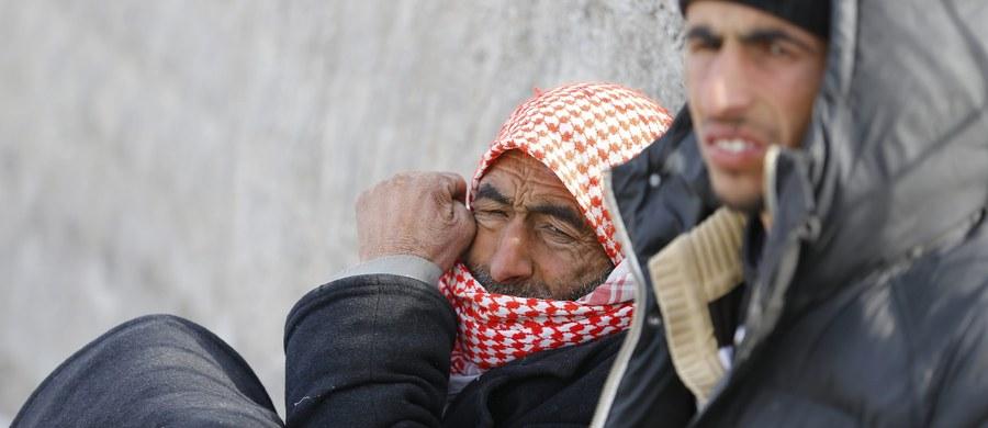 Zakończone niepowodzeniem rozmowy pokojowe w Genewie nie wpłynęły w żaden istotny sposób na przebieg konfliktu ani nie przybliżyły jego zakończenia. Tym, co przynosi realną zmianę są natomiast zmiany na frontach wojny syryjskiej. Ofensywa sił reżimu, która od grudnia owocowała zwycięstwami sił walczących o utrzymanie prezydenta Asada u władzy, zbliża się do osiągnięcia swojego celu, jakim jest opanowanie północnej części kraju i odcięcie sił opozycyjnych od ich zaplecza w Turcji. Toczące się w ostatnim tygodniu rozmowy pokojowe, z perspektywy reżimu oraz Rosji i Iranu, były jedynie PR-ową przykrywką dla zwiększonego wysiłku bojowego rosyjskiego lotnictwa i irańsko-libańsko-irackich sił pro-reżimowych w północnej części prowincji Latakia i Aleppo. Wysiłek ten przyniósł objęcie kontrolą kluczowych, pogranicznych obszarów na północy i północnym-zachodzie kraju.