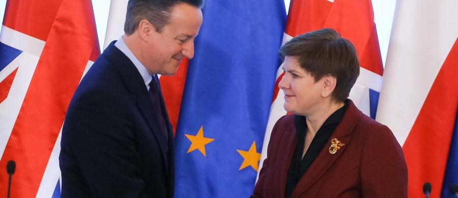 Rozstrzygnięcia w sprawie praw socjalnych na pewno nie będą dotyczyły osób, które obecnie pracują w Wielkiej Brytanii - powiedział rzecznik rządu Rafał Bochenek po spotkaniu premierów Beaty Szydło i Davida Camerona. Było ono poświęcone projektowi porozumienia między Wielką Brytanią a UE.