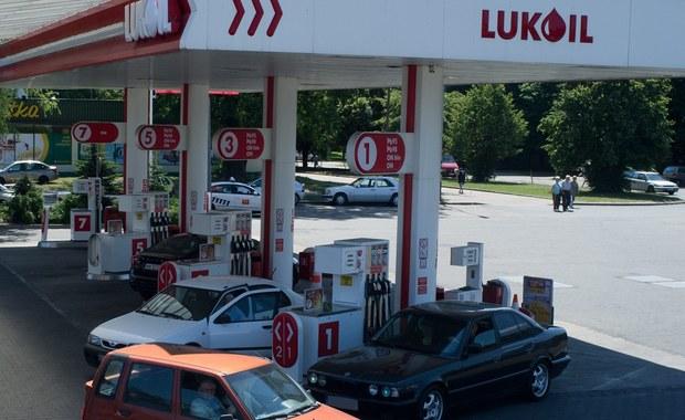 Koncern Łukoil i austriacka AMIC Energy Management porozumiały się w sprawie sprzedaży austriackiej firmie około 230 stacji paliwowych Łukoilu na terytorium Litwy, Łotwy i Polski.
