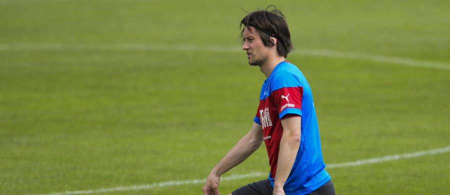 Piłkarz Arsenalu Londyn i zawodnik reprezentacji Czech Tomas Rosicky nie zagra przez kila miesięcy z powodu kontuzji mięśnia uda. Zagrożony i niepewny jest jego udział w rozpoczynających się w czerwcu mistrzostwach Europy.
