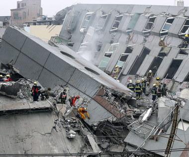 Silne trzęsienie ziemi na Tajwanie. Runął 17-piętrowy wieżowiec, zginęło co najmniej 14 osób