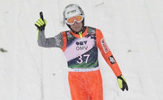 Polscy skoczkowie powalczą dziś w Oslo o drugie z rzędu miejsce na podium Pucharu Świata. Na liście startowej są Kamil Stoch, Andrzej Stękała, Dawid Kubacki i zwycięzca piątkowych kwalifikacji do konkursu indywidualnego Stefan Hula.