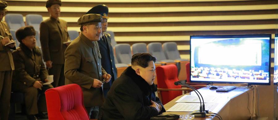 Siły morskie Korei Południowej oddały rano czasu lokalnego strzały ostrzegawcze w kierunku okrętu patrolowego Korei Północnej, który wtargnął do spornego akwenu na Morzu Żółtym. Północnokoreański okręt niezwłocznie się wycofał.