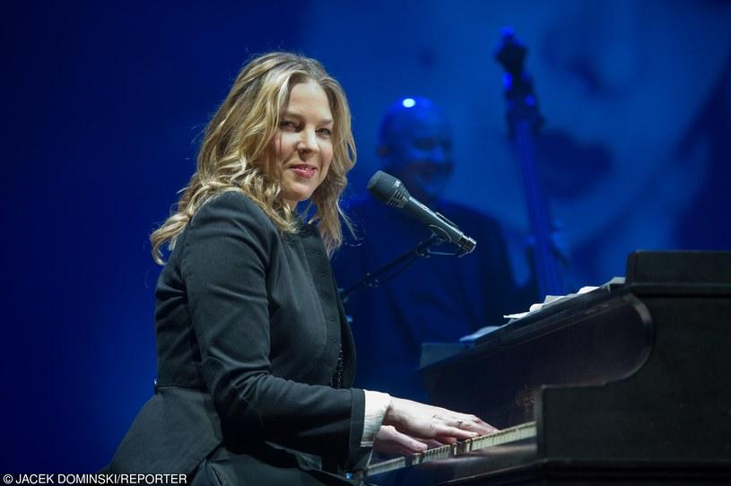 """W ramach promocji płyty """"Wallflower"""" 29 czerwca w Hali Stulecia we Wrocławiu wystąpi jazzowa wokalistka i pianistka Diana Krall."""