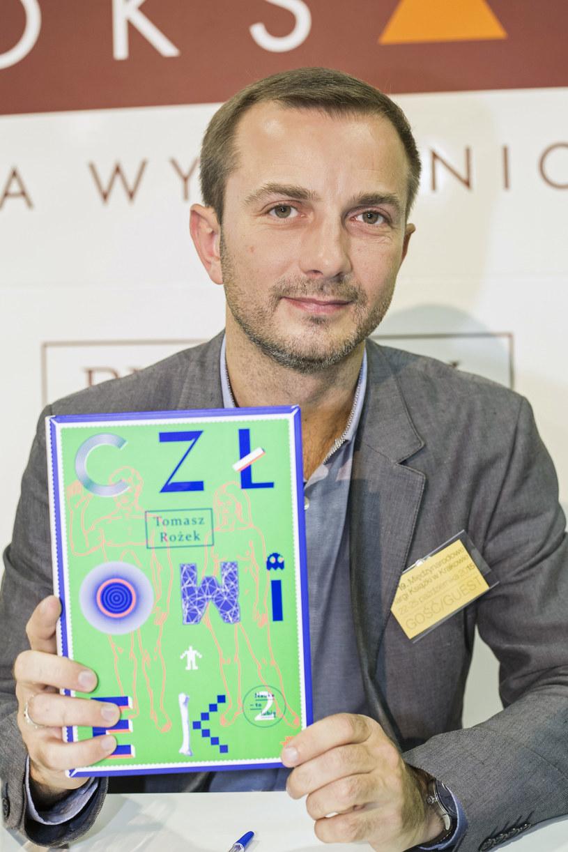 """Dr Tomasz Rożek będzie gospodarzem programu popularnonaukowego """"Sonda 2"""". Nowe odcinki widzowie telewizyjnej Dwójki będą oglądać w czwartkowe wieczory."""