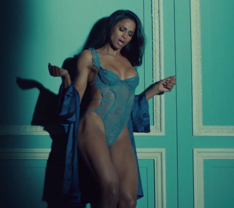 """""""Dance Like We're Making Love"""" (""""Tańcz, jakbyśmy się kochali"""") - śpiewa w swoim najnowszym teledysku amerykańska wokalistka Ciara. W zmysłowym klipie pod koniec ściąga z siebie wszystko."""